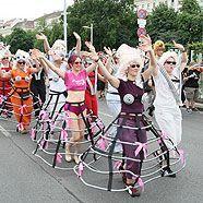 Regenbogenparade: bunter Demonstrationszug über den Ring