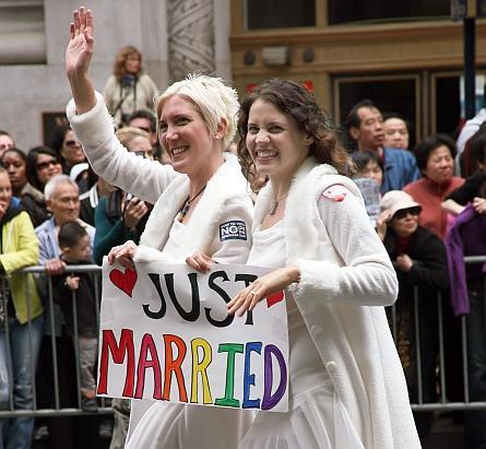 Homo-Ehe: Verbot bringt Wirtschaft um Milliarden