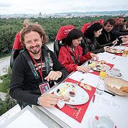 """Dinner in the Sky"": Essen in luftiger Höhe ab heute in Wien"