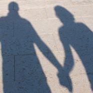 Verlobter weg: Wienerin und Mutter stalken