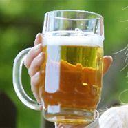 Zu Stockschlägen verurteilte Biertrinkerin zeigt sich reumütig