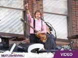 Paul McCartneys Konzert auf einem Theaterdach: Na, zum Glück hat Sir Paul keine Höhenangst!