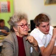 Senioren lernen das Internet besser kennen