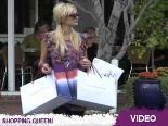 Paris Hiltons Billig-Shopping: Sie stöckelt auf selbstdesignten High Heels zum Sale!