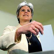 Barbara Rosenkranz bei der Stimmabgabe
