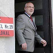 Der Kandidat der Christlichen Partei Österreichs, Rudolf Gehring, nach der Stimmabgabe in Perchtoldsdorf
