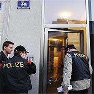 Die Polizei ist weiterhin fieberhaft auf der Suche nach dem Täter.