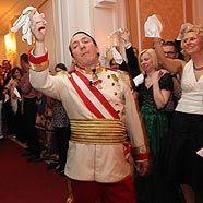 Kaiser Robert I (Robert Palfrader) am 3. Diversityball in Wien