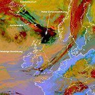 """Satellitenbild vom Ausbruch des Vulkans """"Eyjafjallajokull"""" auf Island"""