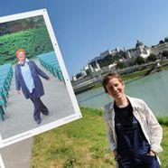 Die Künstlerin Anja Hitzenberger neben ihren Bildern.