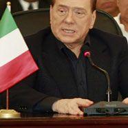 Ministerrücktritt und Proteste: Berlusconi erlebt heißen Sommer