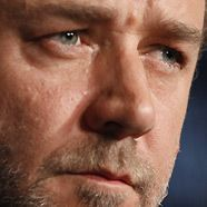 Russell Crowe: Zigarettenqualm war 'Papa-Geruch'