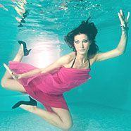 Miss Austria Carmen Stromboli ließ sich in der Poolcity Gerasdorf unter Wasser ablichten.