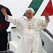"""Papstgegner kontra """"Papa-Boys"""": Gewalt bei Kundgebung"""