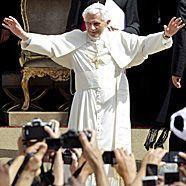 Papst in Madrid angekommen