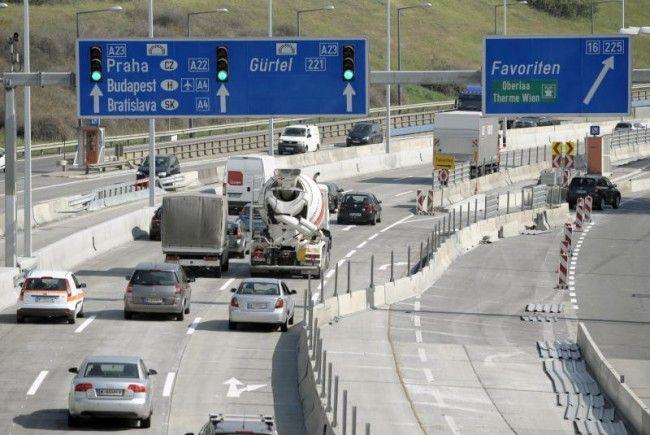Der Baustellenbereich auf der Autobahn Südosttangente Wien A23 im Bereich der Hanssonkurve, aufgenommen am Mittwoch (24.08.11) in Wien.