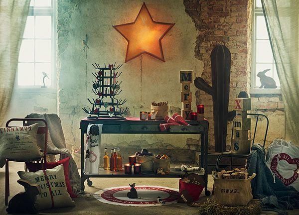 Altbau Wohnung mit hübschen Ornamenten an der Decke