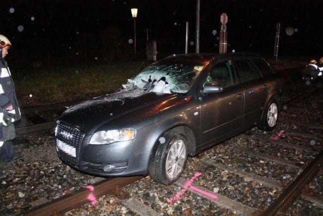 Glück im Unglück für den Fahrer dieses Wagens. Er wurde nur leicht verletzt.