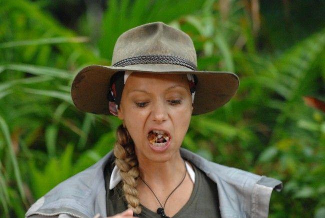 Wäh, das schmeckt ekelhaft! Radost Bokel bei ihrer ersten Dschungelprüfung.