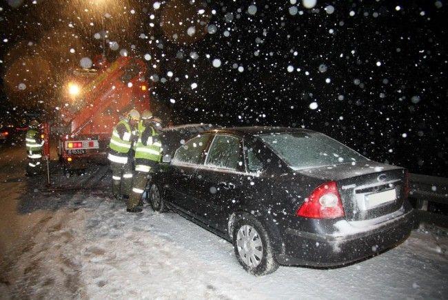 Dichter Schnee ist stark erhöhte Unfallgefahr