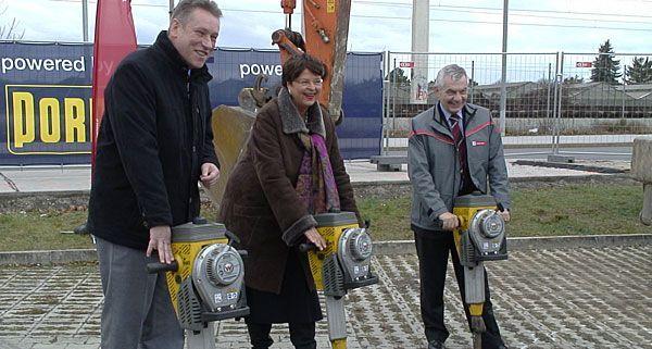Beim 26er-Spatenstich waren Vizebürgermeisterin Renate Brauner und Wiener Linien-Geschäftsführer Günter Steinbauer vor Ort