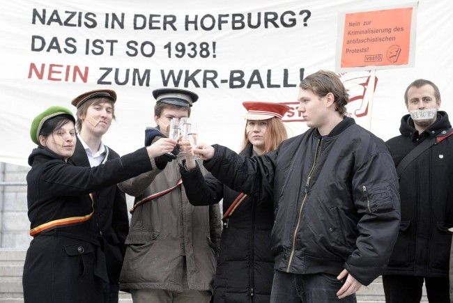 Proteste gegen WKR-Ball 2011