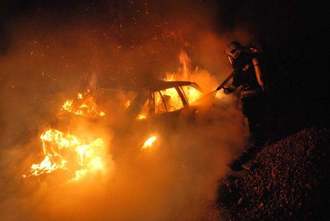 Spektakuläre Bilder vom Pkw-Brand in Brunn/Gebirge