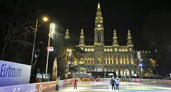 Der Eistraum am Wiener Rathausplatz wurde trotz Schlechtwetter am Donnerstag eröffnet