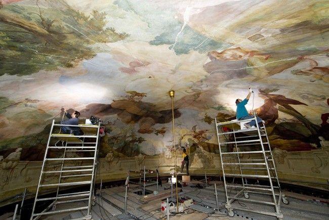 Neuer Farbe, alter Glanz für das Kaiserpavillon im Tiergarten Schönbrunn.