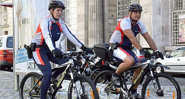 136 Personen dürfen in Zukunft auf ausgemusterten Polizeirädern herumfahren
