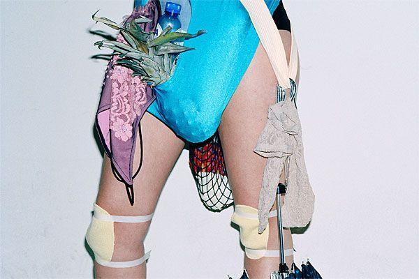 Ein Highlight des Wiener Kulturkalenders: No fashion, please! - Noch bis zum 29. Jänner 2012 in der Kunsthalle Wien.