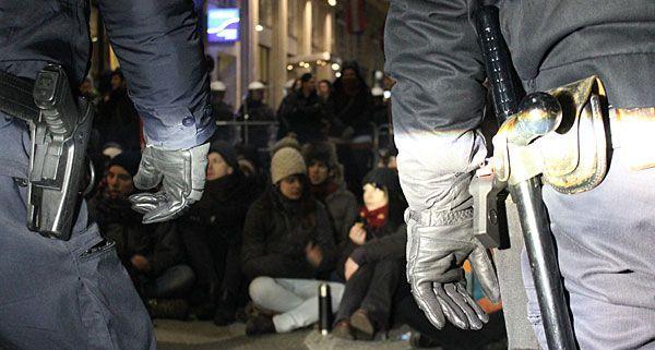Bei den Demonstrationen gegen den WKR-Ball kam es zu Ausschreitungen zwischen Polizei und Demonstranten