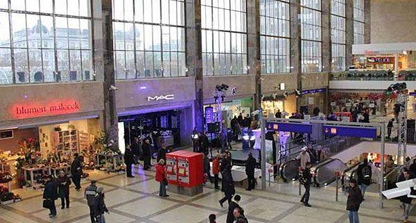 In Bahnhöfen wie dem Wiener Westbahnhof werden künftig Fahndungsfotos zu sehen sein