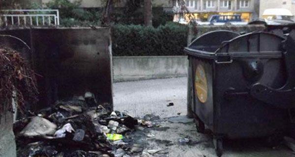 Unbekannte ließen einige Papiercontainer in Wien 3 brennen.