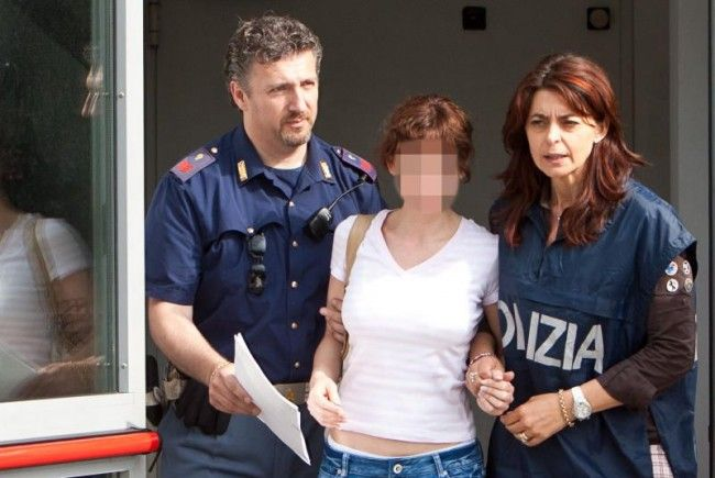 Eissalon-Esti bei ihrer Verhaftung in Italien