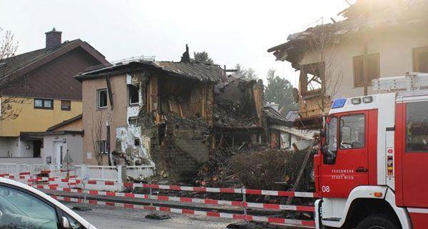 Die Explosion erfasste auch die umliegenden Häuser massiv.