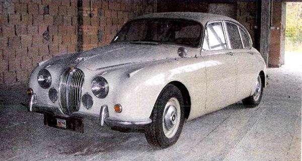 Die Polizei ist auf der Suche nach diesem Luxus-Jaguar.