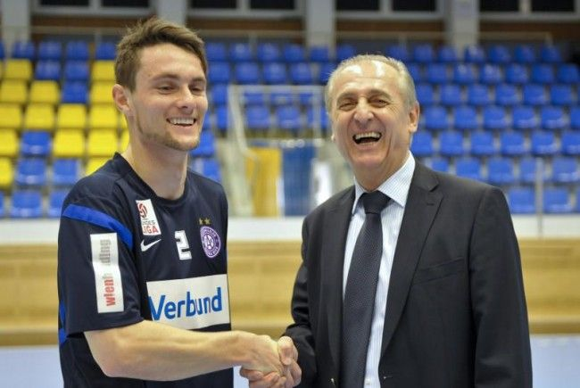 James Holland (l.) und Austria-Sportvorstand Thomas Parits.