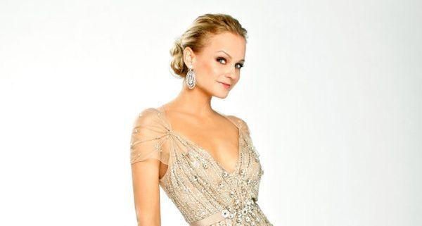 Mirjam Weichselbraun präsentiert ihr Opernballkleid 2012.