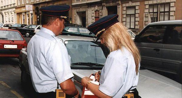 """In Wien soll es bald neue """"Parksheriffs"""" geben um eine einheitliche Parkraumüberwachung zu garantieren."""