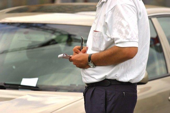 """Parkraumüberwachung neu: Ab 1. September 2012 werden die """"Parksheriffs"""" nurnoch von der Polizei gestellt."""
