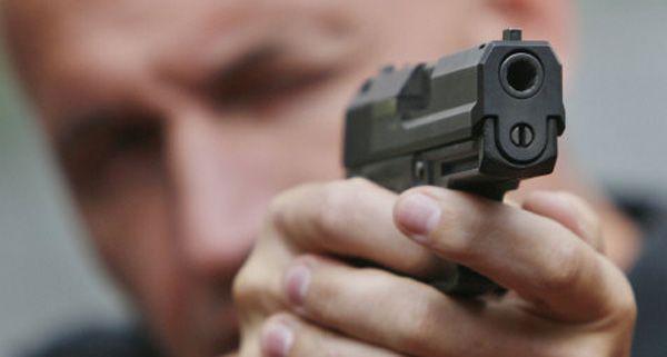 Ein 19-Jähriger schoss am Samstagabend mit einer Pistole auf der Triester Straße in Wien-Favoriten um sich.