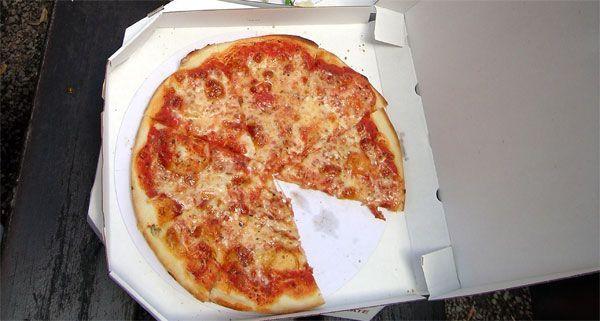 Mamma mia! Der Pizza-Bote wurde Opfer eines brutalen Überfalles.