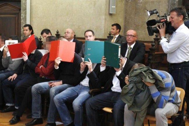 Saftige Strafen setzte es für die rabiatesten Rapidler.