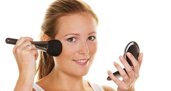 Nicht nur Ihre Haut braucht Pflege, auch Ihre Schminkutensilien wollen gepflegt und gereinigt werden.