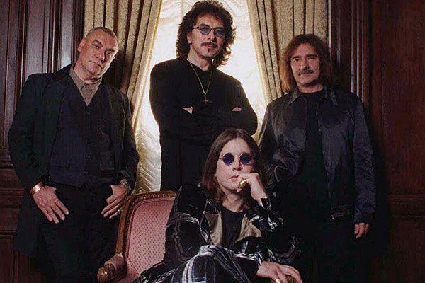 Black Sabbath - Sitzend: Ozzy Osbourne, stehend von links: Bill Ward, Tony Iommi und Geezer Butler