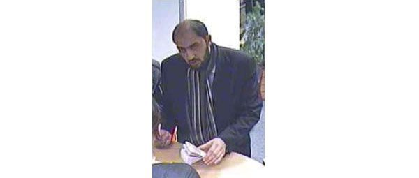 """Ein Mann nahmens """"Rahman"""" hat Uhren und Goldmünzen im Wert von 30.000 Euro gestohlen."""