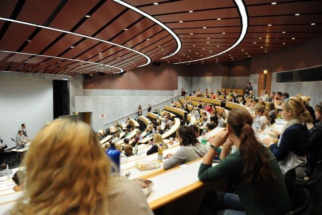 Die Uni Salzburg, die heuer ihr 50-jähriges Bestehen feiert, hat derzeit knapp 17.000 Studierende.