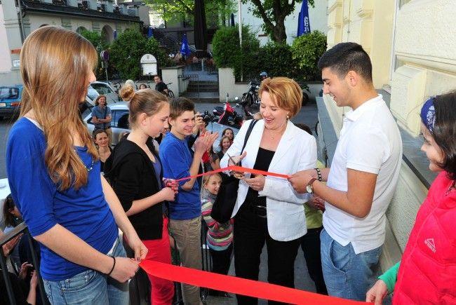 LR Kaufmann eröffnete neues Zentrum des jungen Landestheaters.