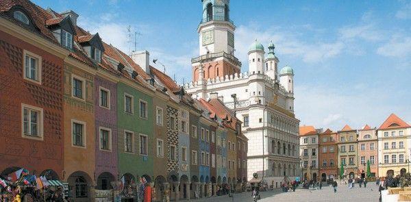 Der Alte Markt in Posen verzaubert mit seinen vielen bunten Häusern die Besucher